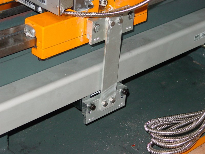 Mounting Sino glass scales on lathe bed – close-up of reading head support