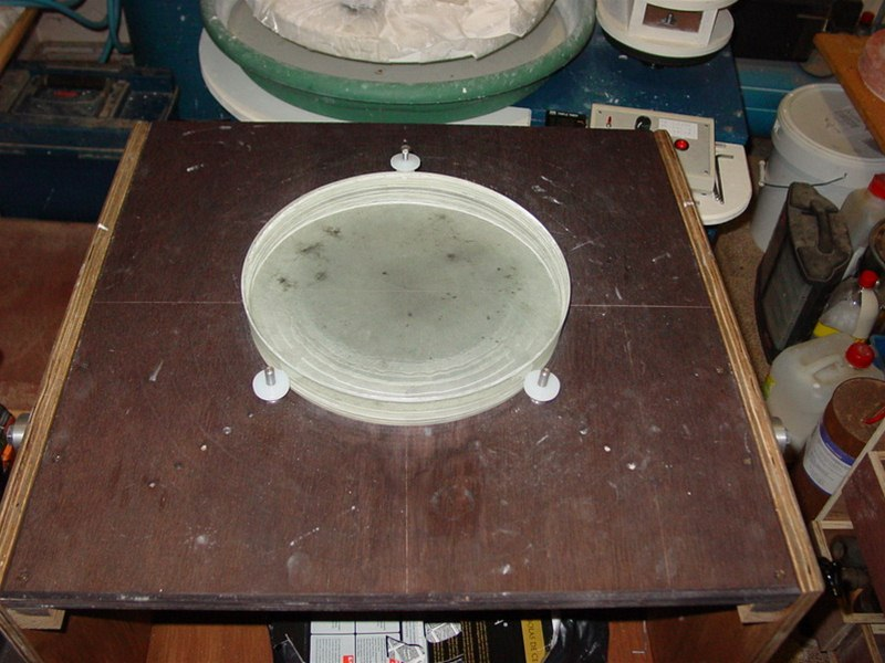 Mirror test table adaptable for mirrors up to 18 inch